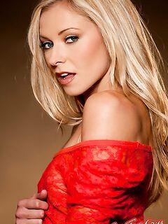 Lena Nicole в красной кофточке  Эротика. Смотреть фото красивых голых девушек бесплатно