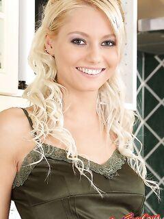 Annely Gerritsen на кухне  Эротика. Смотреть фото красивых голых девушек бесплатно