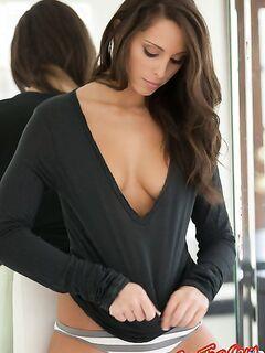 Vannessa Jay с красивой грудью  Эротика. Смотреть фото красивых голых девушек бесплатно
