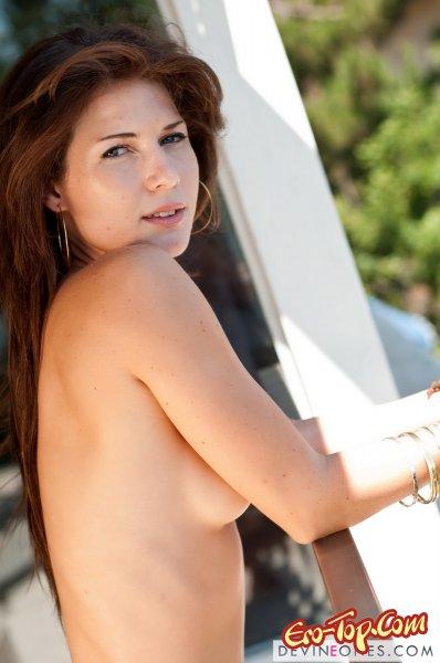 Красотка Jenni Lee