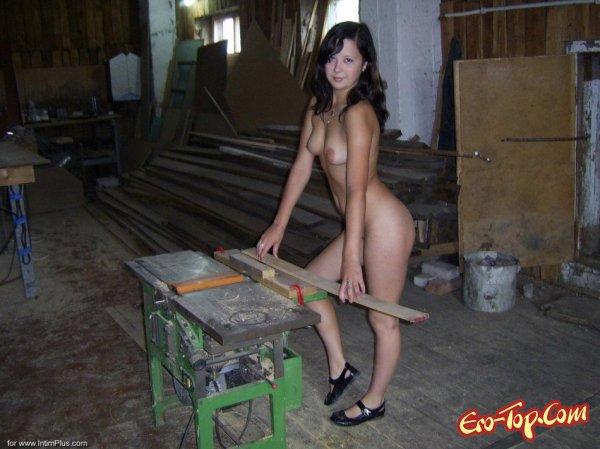 Голая девушка из деревни. Смотреть фото.