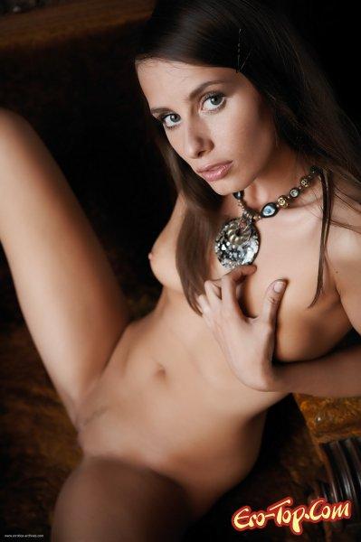 Сексуальная голая девушка  Эротика. Смотреть фото красивых голых девушек бесплатно