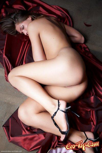 Зажигательная красотка Chiara  Эротика. Смотреть фото красивых голых девушек бесплатно