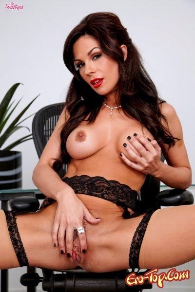 Похотливая секретарша в очках - смотреть эротические фото.