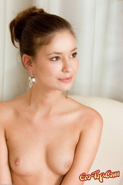 Юное тело голой девушки  Эротика. Смотреть фото красивых голых девушек бесплатно