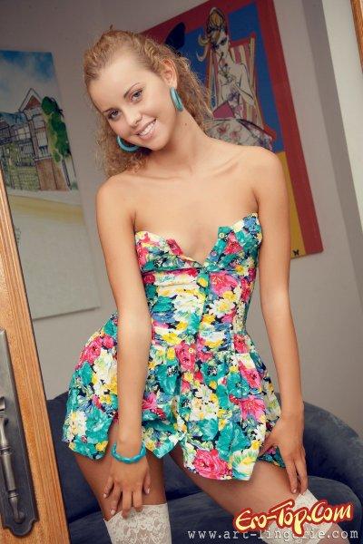 Голая кудрявая блондинка - смотреть фото красивой девушки.