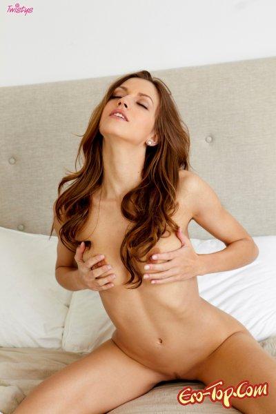 Eufrat разрабатывает киску  Эротика. Смотреть фото красивых голых девушек бесплатно