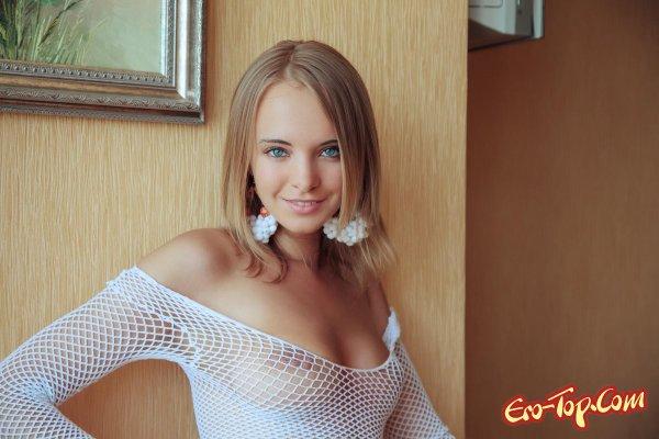 Rachel Blau - молодая красотка. Смотреть фото голой девушки.