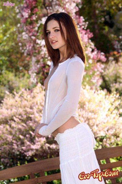Kasey Chase голая в саду  Эротика. Смотреть фото красивых голых девушек бесплатно