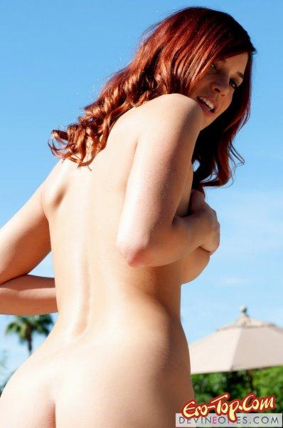 снимает зелёное бикини  Эротика. Смотреть фото красивых голых девушек бесплатно