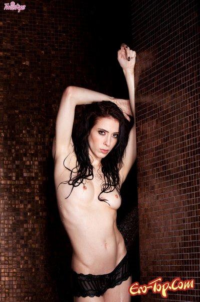 Aiden Ashley принимает душ  Эротика. Смотреть фото красивых голых девушек бесплатно