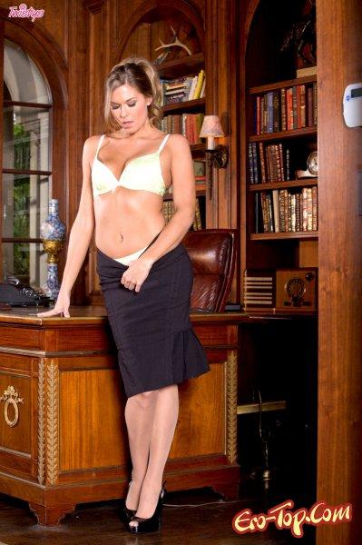 - Секс секретарша. Смотреть фото.
