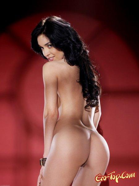 Смазливая брюнетка  Эротика. Смотреть фото красивых голых девушек бесплатно