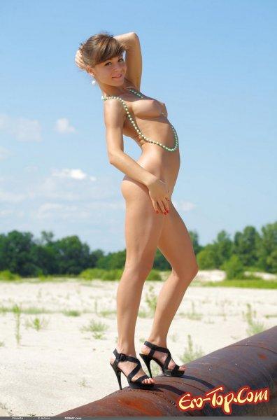 Милашка на трубе  Эротика. Смотреть фото красивых голых девушек бесплатно