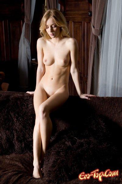 Соблазнительная блондинка  Эротика. Смотреть фото красивых голых девушек бесплатно