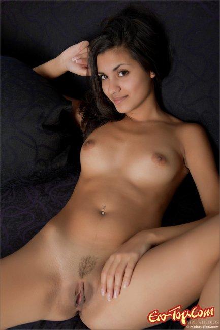 Смуглая красавица  Эротика. Смотреть фото красивых голых девушек бесплатно