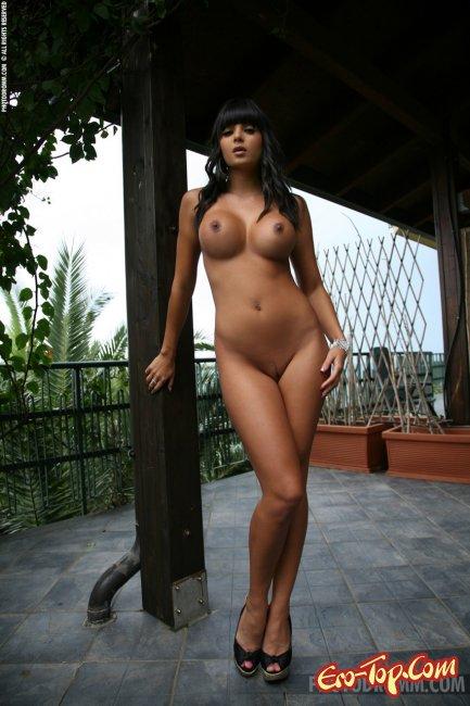 Мулатка с большой грудью - Sasha Cane. Фото эротика.