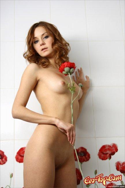 Голая рыженькая девушка  Эротика. Смотреть фото красивых голых девушек бесплатно