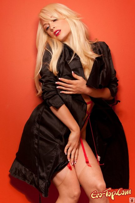 Laya Bella - грудастая блондинка . Фото.