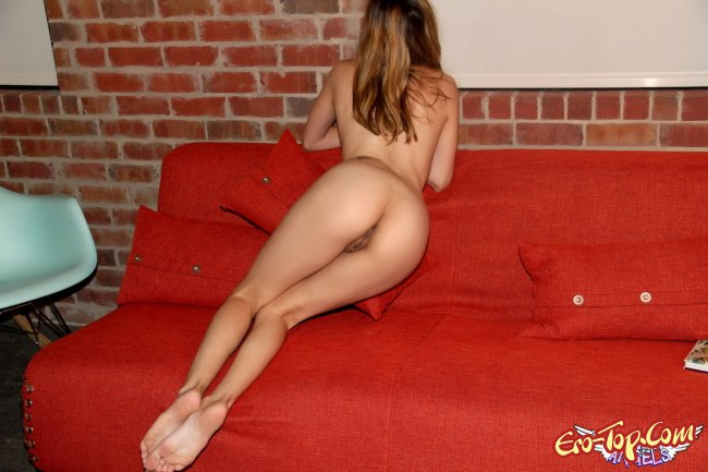Красивая голая студентка. Фото.