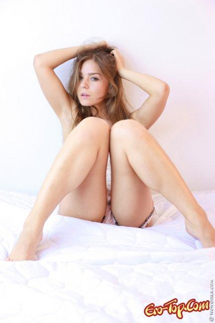 Красивая девушка в эротическом белье. Фото.