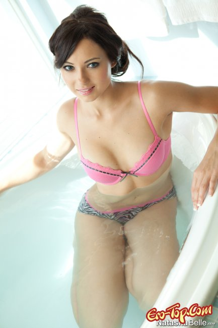 Natasha Belle голая . Фото.