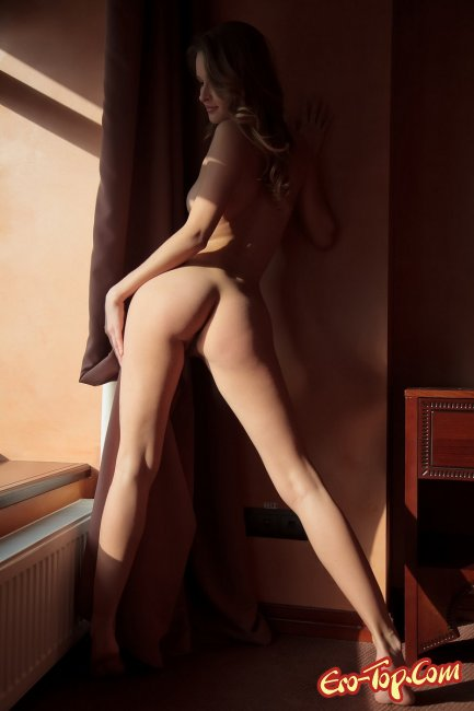 Молодая сексуальная блондинка  Эротика. Смотреть фото красивых голых девушек бесплатно