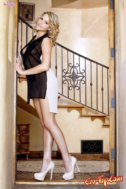 Mia Malkova - фото похотливой модели.